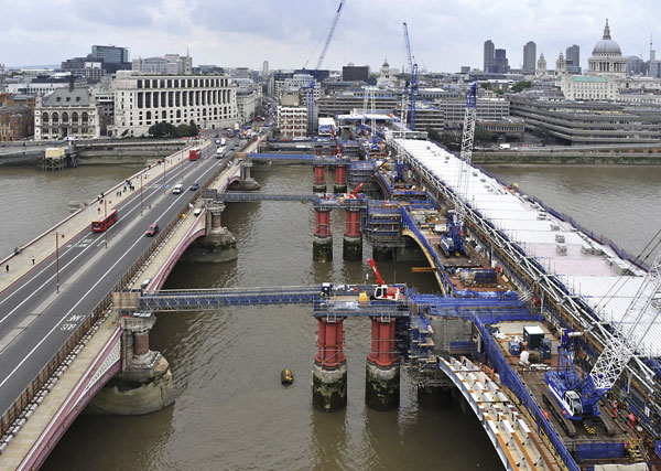 Construction the leadenhall building - Work On Track At London S Blackfriars Station