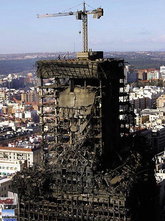 ویندسور مادرید ساختمان پلاسکو اسکلت بتنی بهتر است یا اسکلت فلزی آتش سوزی ساختمان پلاسکو آتش سوزی آپارتمان Windsor Tower Madrid