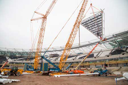 Floodlight erection begins at former Olympic Stadium ...