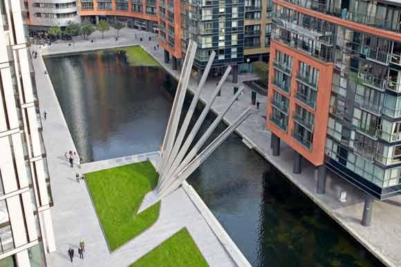 The bridge in its fan-like open position
