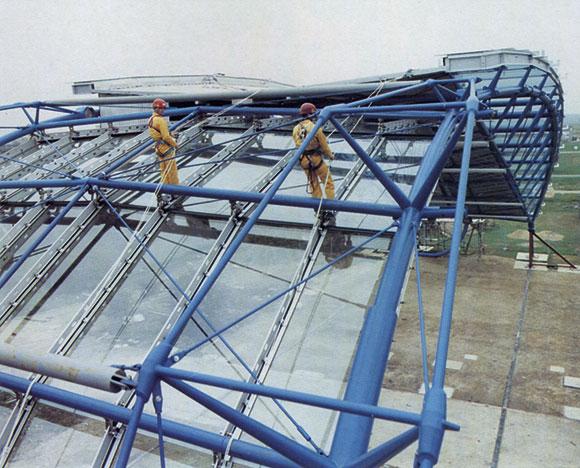 20 Years Ago: Waterloo International trial roof erection
