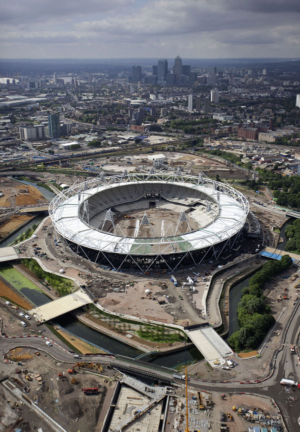 Olympic Stadium's roof completed