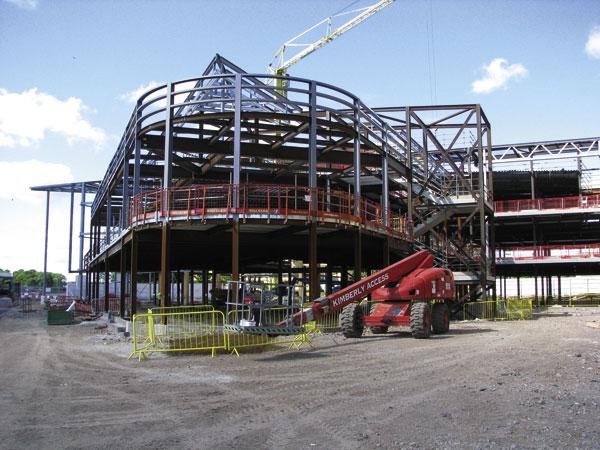 Outstanding school framed in steel