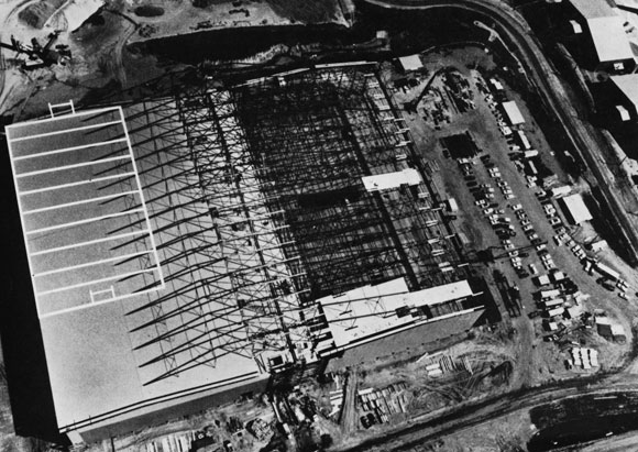 40 Years Ago: 'Back-to-back' Cantilever Hangar