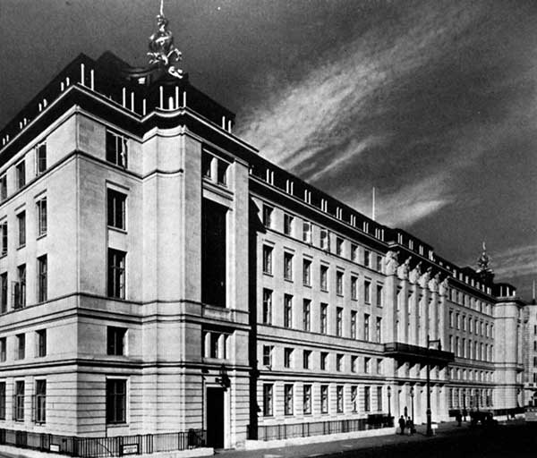 Eminent post-war buildings in steel