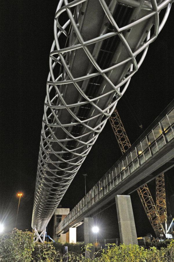 UK's biggest crane lifts M8 footbridge