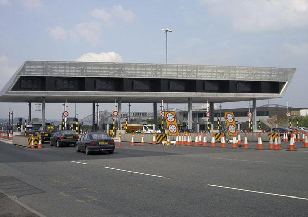 Steel tops Forth tolls
