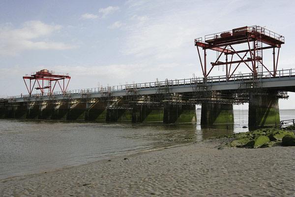 New steel decks for multi-span viaduct