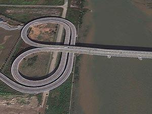 'Lotus' bridge at the China - Macau border