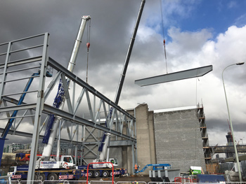 Erecting the recycling centre's trusses