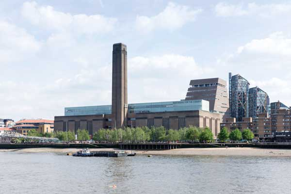 The extension tower sits behind the existing Tate Modern building