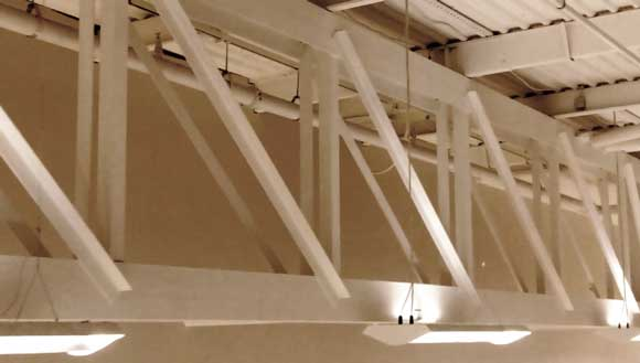 Steel construction with trusses