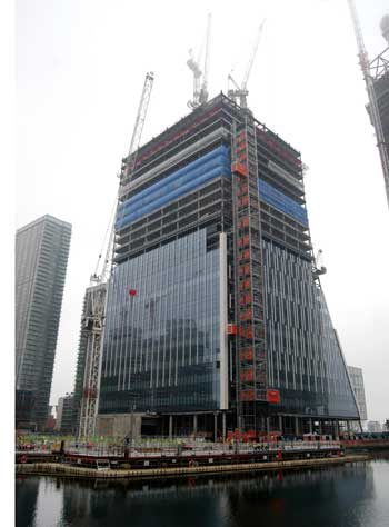 New tower rises up at Canary Wharf