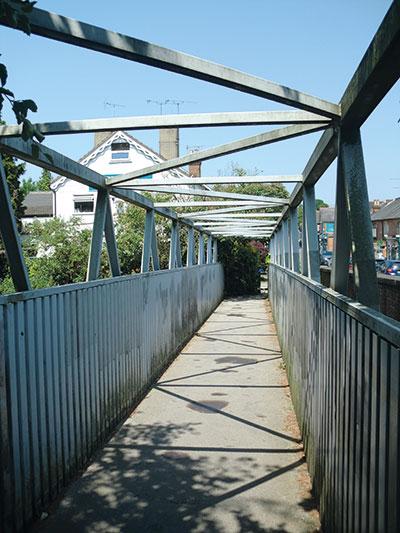 U-frames in bridges