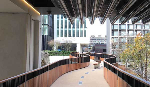 Merit: Walkway Bridges, London Wall Place